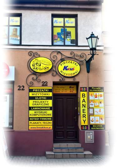 Wejście do firmy KIKUŚ w centrum Torunia.